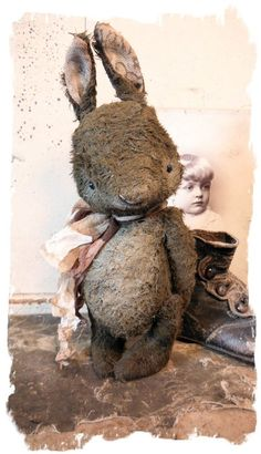 Why do I love this ratty bunny? Antique Toys, Vintage Toys, Old Teddy Bears, Vintage Teddy Bears, Needle Felted, Bear Doll, Little Doll, Soft Sculpture, Old Toys