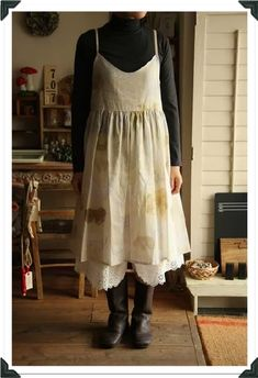 Some typical characteristics of mori girl fashion are: ~ loose clothes ~ vintage or handmade items ~ natural and earthy colors ~ everything soft and comfortable ~ layering ~ looking like part of the forest ~ lots of knit-wear, crochet, and fur
