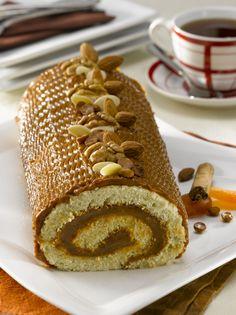 Brazo de reina tradicional Cake Roll Recipes, Dessert Recipes, Sweet Desserts, Sweet Recipes, Colombian Desserts, Chilean Recipes, Pan Dulce, Pastry Cake, Noel Christmas