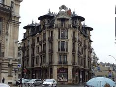 9 rue du Chateau in Dijon France. This apartment was built in 1906 by Louis Perreau.