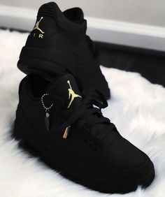 Choosing A New Pair Of Sneakers. Looking for more information on sneakers? Then White Fila Sneakers Outfit Choosing information Pair Sneakers Air Jordan Sneakers, Nike Air Shoes, Jordans Sneakers, Black Jordans, Adidas Shoes, Cute Jordans, Jordan Tenis, Nike Boots, Jordan Nike