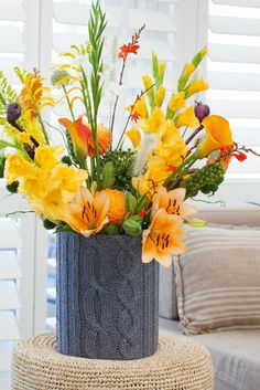 Give an admirable look in your office by #flower arrangements.