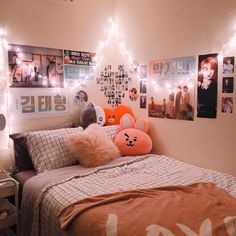 room update: finally my walls are no longer bare 😅 I think this is cute. thoughts?? #kpoproom #btsroom #kpopaesthetic #roomdecor Chambre Otaku, Quartos Tumblrs, Bedroom Inspo, Teen Bedroom, Bedrooms, My Room, Cute Rooms For Girls, Kpop Merch, Teen Room Decor