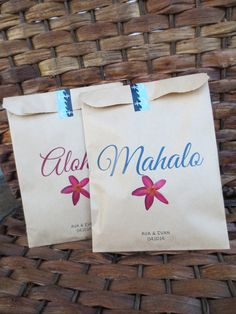This listing is for a Set of 20 custom printed brown/kraft paper bags. You will receive 10 Aloha bags and 10 Mahalo bags.    These are sure to
