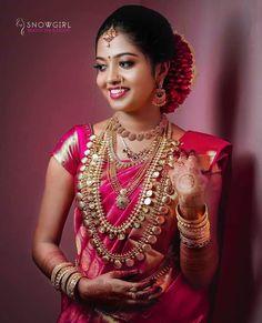 Bridal Hairstyle Indian Wedding, Indian Wedding Bride, Indian Wedding Photos, Indian Bridal Fashion, South Indian Bride, Saree Wedding, Bridal Sarees, Wedding Wear, Wedding Shoot
