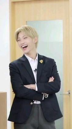Stray Kids Seungmin, Felix Stray Kids, K Drama, Savage Kids, Dance Kpop, Mode Kpop, Kid Memes, Crazy Kids, Kpop Guys