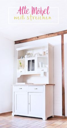 DIY: Repaint old dark furniture with white paint - Bonny and dress - Trend Reupholster Furniture 2019 Dark Wood Furniture, White Painted Furniture, Diy Furniture Plans, Upcycled Furniture, Furniture Makeover, Paint Furniture, Furniture Design, Armoire Buffet, Buffet Cabinet