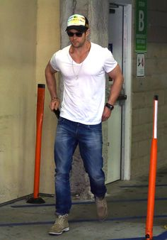 You can see this well-defined, statuesque, beauteous chest through this clean white shirt: | Indisputable Evidence That Chris Hemsworth Is The Superior Hemsworth Brother