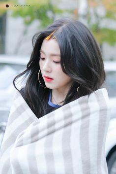 Red velvet Irene ❤ peek a boo Seulgi, Red Velvet アイリーン, Red Velvet Irene, Beautiful Soul, Beautiful Asian Girls, Miss Girl, Red Valvet, Redvelvet Kpop, Swagg
