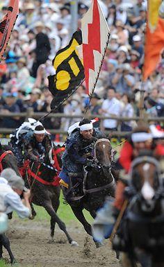 【写真特集】相馬野馬追、人馬一体の戦国絵巻に歓声 - 毎日新聞