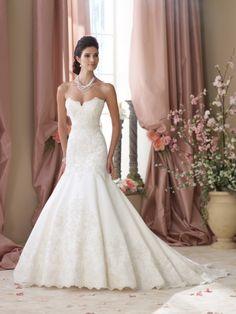 Love the scalloped sweetheart neckline ...David Tutera - Style May 114290 #wedding #dresses