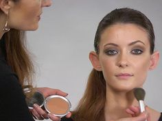 It's very simple to contour and hide a double chin. With the right tools, techniques, and shades of makeup, you can easily contour a double chin like a professional.