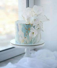 From metallic accents and fresh flowers to intricate details, swipe left to check out our favourite cake designs for every type of couples. Don't forget to tell us which one would you opt for your D-Day! 😍  Latest Birthday Cake, 19th Birthday Cakes, White Birthday Cakes, Elegant Birthday Cakes, Beautiful Birthday Cakes, Birthday Cake Girls, Beautiful Cakes, Types Of Wedding Cakes, Diy Wedding Cake