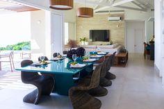 Uma Casa com Cores Vibrantes, Sofisticação e Vista Pro Mar | Ideias Arquitetos