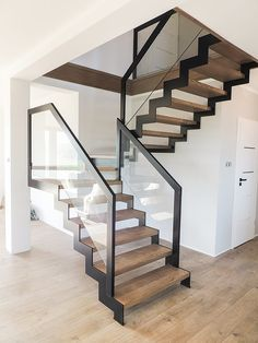 Steel Stairs Design, Home Stairs Design, Metal Stairs, Modern Stairs, Foyer Design, Interior Stairs, Open Staircase, Loft, Bedroom Closet Design
