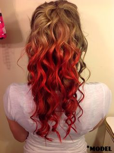 Taylor Pie Beauty : Temporary Dip dye tutorial using Kool Aid - Pepis Haircuts Blonde Dip Dye, Red To Blonde, Dip Dyed, Best Hair Dye, Hair Dye Tips, Dyed Red Hair, Dye My Hair, Hair Dye Colors, Red Hair Color