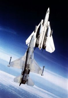 Tomcat and F 16 going vertical. Military Jets, Military Aircraft, Air Fighter, Fighter Jets, Tomcat F14, F 16 Falcon, Jet Plane, Fighter Aircraft, War Machine