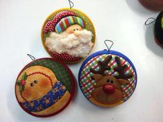 mas navidad Christmas Fabric, Felt Christmas, Christmas Crafts, Christmas Decorations, Holiday Decor, Felt Ornaments, Holiday Ornaments, Xmas Pictures, Felt Ball