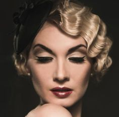 Vintage Hairstyles Curls 15 Best Vintage Hairstyles With Pictures - Vintage styling has become the latest craze among girls for memorable occasions, especially weddings. Here are the top 15 Vintage Hairstyles with pics that you can try out. Coque Vintage, Vintage Updo, Vintage Waves, Vintage Makeup, Retro Waves, Dress Vintage, Vintage Beauty, Wedding Hair And Makeup, Bridal Hair
