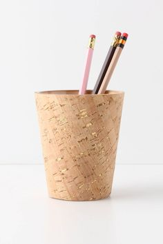 Bulletin Pencil Cup Easy DIY with adhesive shelf liner and gold leaf. Contemporary Desk Accessories, Shelley Craft, Cork Holder, Pencil Cup, Pencil Vase, Office Stationery, Office Accessories, Diy Home Decor, Diy And Crafts