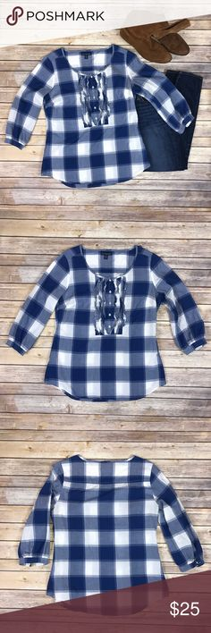American Eagle Women's Peasant Top, size 10. American Eagle Women's Peasant Top, Size 10. In good used condition. Longer Fit, blue and white plaid with ruffle Button front. 100% cotton, thin and light material. No stains or tears. ▫️ American Eagle Outfitters Tops Blouses