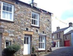 Cobble Cottage is located in the beautiful village of Dent, in the Yorkshire Dales National Park. Dentdale is regarded as one of the most beautiful dales in the Yorkshire Dales National Park. Dent's tea-rooms and pubs offer quite a choice for eating out, or you can just enjoy a quiet cup of tea, or one of the Dent brewed beers. There are several shops in Dent plus a bus service to local towns.