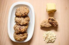Škoricové cookies s vločkami – Tina Cinnamon Oatmeal, Oatmeal Cookies, White Chocolate, Desserts, Food, Basket, Oatmeal Raisin Cookies, Tailgate Desserts, Oat Cookies
