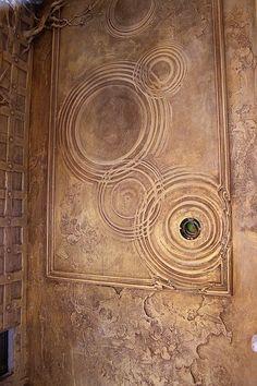 Фотографии на стене Георгия