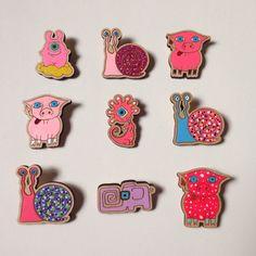 Розовый день  броши из дерева - 380₽ за каждую, включая доставку. #значкииздерева #деревянныезначки #дерево #значки #минск #доставкапочтойбесплатно #minsk #minskcity #badartist_larakaluga #handmade #art