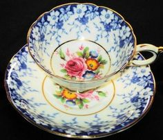 Paragon Rose Flow Blue Daisy chintz Tea cup and saucer - Love the color combination. Antique Tea Cups, Vintage Teacups, Vintage China, China Tea Sets, Teapots And Cups, My Cup Of Tea, Tea Service, Teller, Tea Cup Saucer