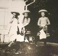 Anastasia,Maria and Tatiana 1907/08.