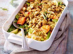 Frühlingsgemüse - bunt und knackig-frisch - fruehlings-gemuese-crumble  Rezept Pasta Salad, Bunt, Ethnic Recipes, Food, Crumble Recipe, Fresh, Food Food, Crab Pasta Salad, Eten