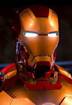 An Iron Man suit on display. Real Iron Man, Iron Man Fan Art, Iron Art, Iron Man Hd Wallpaper, Avengers Wallpaper, Marvel Art, Marvel Heroes, Hot Toys Iron Man, Iron Man Helmet