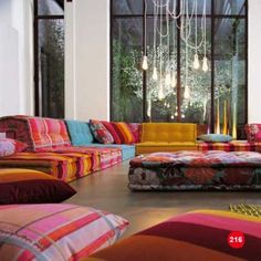 Na dúvida??? Fique com os dois...rsrsrs   Gente,  Adorei essa proposta de sofá-futon. Com cores fortes então, ficou um show.  Percebam que ...