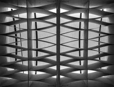 Biennale, Venice Photo creds CreateSpace #biennalearchitettura2016 #biennale #venezia #italy #wood #ceiling #geometrical #bnwphotography #bnw #minimal #lookup #lamella #architecture #interior Create Space, Venice, Blinds, Minimal, Ceiling, Italy, Curtains, Wood, Home Decor