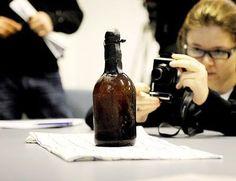 O Centro de Pesquisa Técnica da Finlândia divulgou nesta terça-feira, dia 8, a imagem de uma garrafa de cerveja encontrada no arquipélago de Aaland, no
