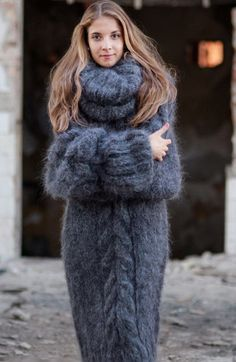 Warmth in a cozy sweater dress. Gros Pull Long, Gros Pull Mohair, Knit Fashion, Womens Fashion, Mohair Sweater, Cocoon Sweater, Big Sweater, Cozy Sweaters, Sweater Weather