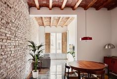 The project consists in the refurbishment of an existing old flat from the Eixample of Barcelona, transforming it through the elimination of the long corrido...