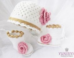 Crochet el sombrero rosa y botines conjunto de bebé por Yunisiya