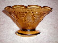 Tiara Sandwich Glass Bowl in Amber