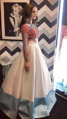 Verano Tutorial and Ideas Indian Wedding Outfits, Pakistani Outfits, Indian Outfits, Pakistani Couture, Indian Designer Outfits, Designer Dresses, Lehnga Dress, Indian Gowns Dresses, Lehenga Designs