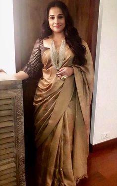 42 Trendy Vintage Look Plus Size Outfit Silk Saree Blouse Designs, Saree Blouse Patterns, Fancy Blouse Designs, Golden Saree, Divas, Look Plus Size, Saree Trends, Stylish Sarees, Elegant Saree