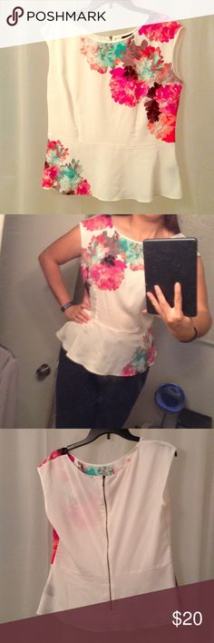 White slight peplum floral top L Beautiful white floral top slight peplum flare perfect over pencil skirt or skinny jeans and heals NWOT Worthington Tops