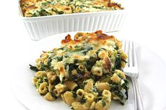 Sinfully Rich and Skinny Macaroni & Cheese, Italian-Style. It's the most amazing mac and cheese, skinny or not!!! Each serving has 293 calories, 9g fat and 7 Weight Watchers Points PLUS. #meatlessmonday http://www.skinnykitchen.com/recipes/sinfully-rich-and-skinny-macaroni-cheese-italian-style/