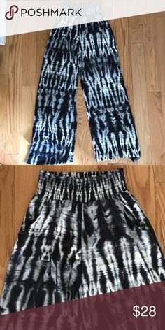 Size xs beach high waisted pant Gorgeous. Never worn Macy's Pants Wide Leg