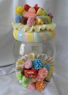 Pote de vidro decorado em biscuit . R$ 48,90