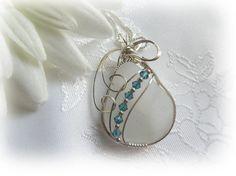 Fil blanc enveloppé pendentif verre mer plage par Castawayz sur Etsy