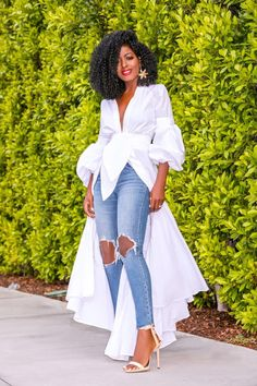 Ruffled V-Neck Shirtdress + Ripped Levi's Jeans (Style Pantry) Black Fashion Bloggers, Black Women Fashion, Look Fashion, Womens Fashion, Daily Fashion, Classy Outfits, Chic Outfits, Moda Afro, Looks Jeans