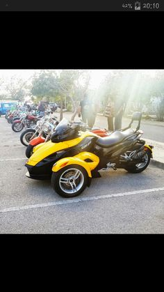 This is dad Can-am Spyder 2009. Ride in Bonaire.