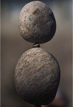 The art of stone balancing - Art Curator & Art Adviser. I am targeting the… Land Art, Cairns, Performance Artistique, Stone Balancing, Rock Sculpture, Stone Sculptures, Modern Sculpture, Art Pierre, Balance Art